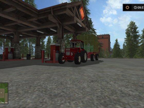 """IHC733 """"Grünlandprofi"""" beim Tanken während der Heusaison"""