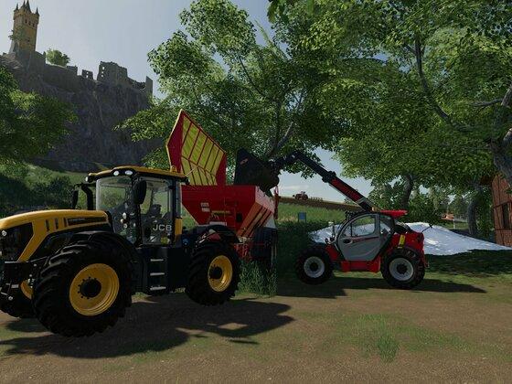 Neuer Traktor auf dem Hof