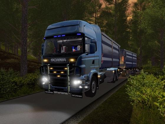 Mit dem V8 durch den Wald